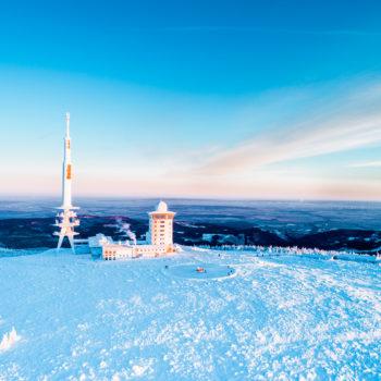 Auszeit-im-harz_brocken, luftaufnahme, schnee, sonne, sonnenaufgang, winter_0275